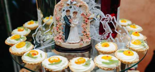 Deciding On The Wedding Cake